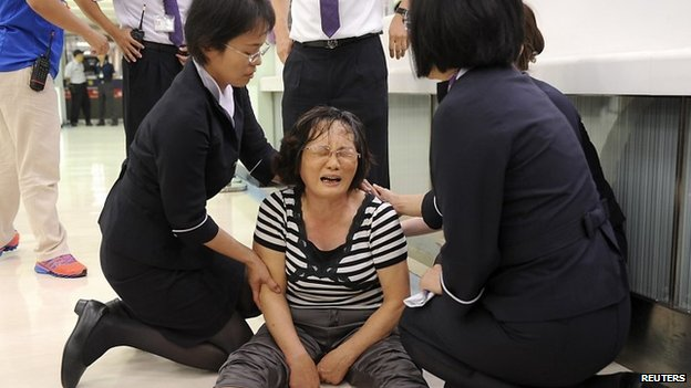 A relative of a passenger on board the crashed TransAsia Airways plane cries in Kaohsiung International Airport, southern Taiwan (23 July 2014)