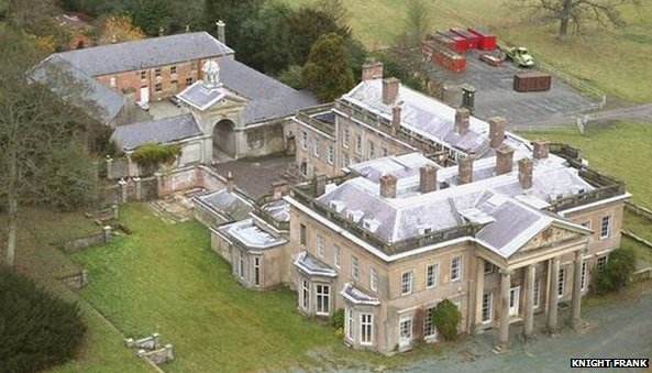 Brogyntyn Hall was built for William Owen by Francis Smith of Warwick around 1735 but the estate can be traced back to the 12th Century