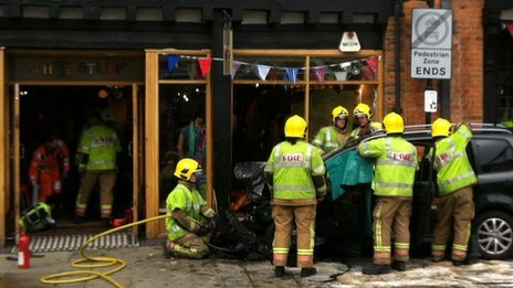 Shop in Stratford upon Avon hit by car
