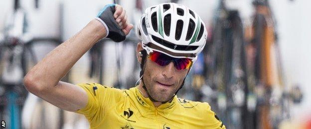 Vincenzo Nibali celebrates after winning stage 18