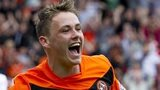 Former Dundee United midfielder Scott Allan has signed for Hibernian