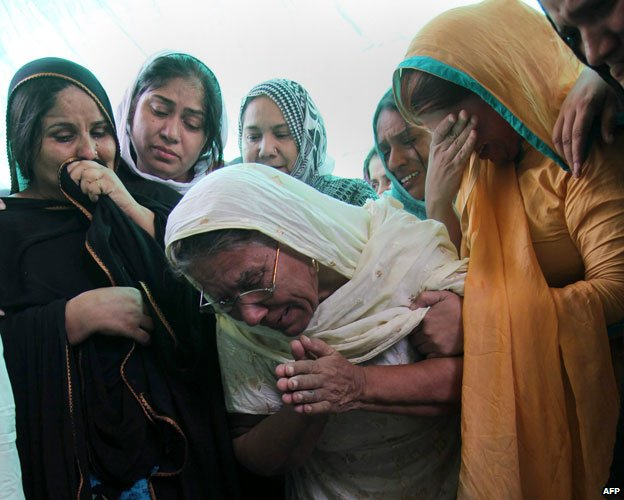 Women mourning for Rashid Rehman