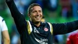Derek McInnes celebrates with his players after Aberdeen beat Groningen