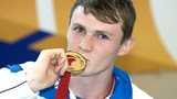 Ross Murdoch celebrates his gold medal