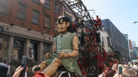 Little Girl Giant on Hanover Street