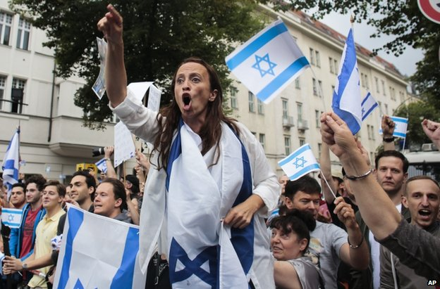 Pro-Israel demonstrators in Berlin, 25 July