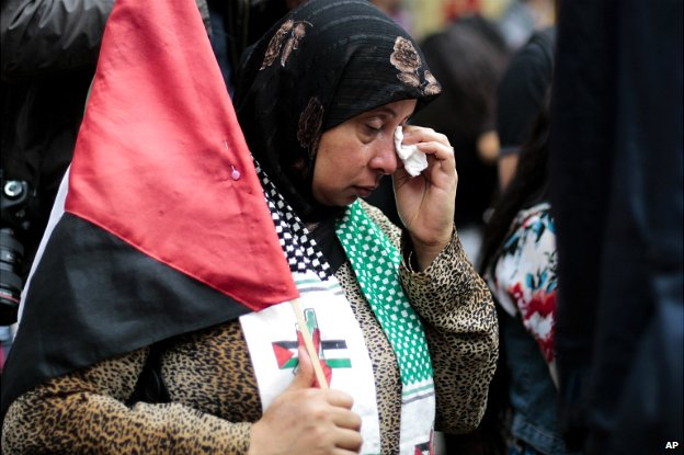 A woman weeps as she attends a pro-Palestinian rally in Berlin - 25 July 2014