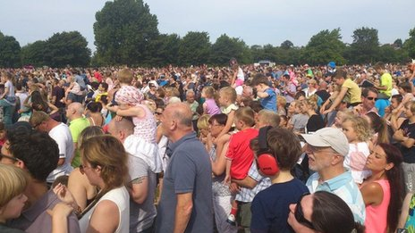 Thousands gather in Newsham Park