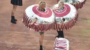 Tunnocks tea cakes at Glasgow 2014 opening ceremony