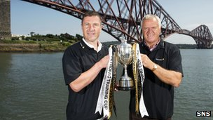 Raith Rovers manager Grant Murray (left) and Dumfermline manager Jim Jefferies