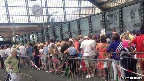 Queues at Lime St