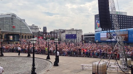 Crowds at St George's Plateau