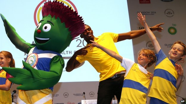 Usain Bolt with Clyde and children from Giffnock North Athletes Club