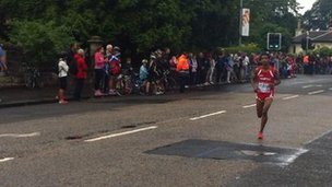 The marathon runners are making their way around the south side of Glasgow