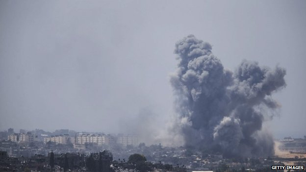 Smoke rises above Gaza City (27 July 2014)