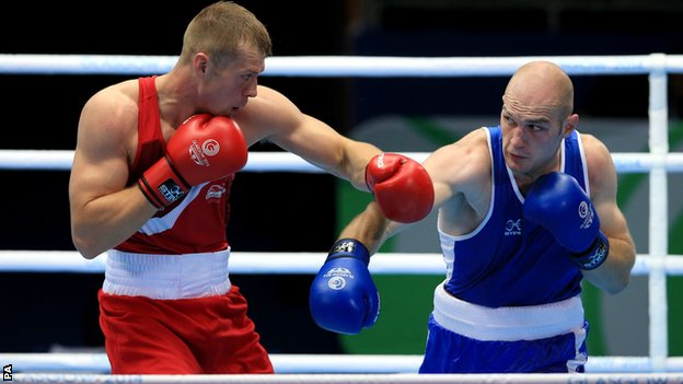 Northern Ireland heavyweight Steven Ward attempts to avoid a left hand from England's Warren Baister in Sunday's bout