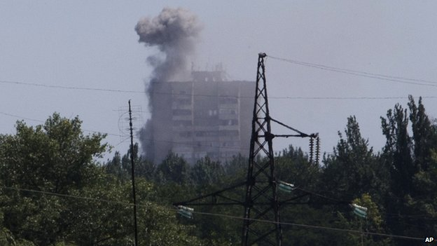 Smoke from shelling rises over a residential apartment house in Shakhtarsk, Donetsk region, eastern Ukraine on 28 July 2014.