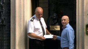 Lee Hadwin hands in the lettter at 10 Downing Street