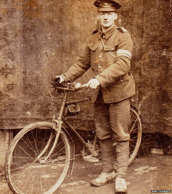 A British Army soldier with a bike in 1916