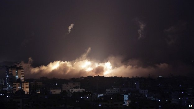 Smoke fills the skyline following Israeli shelling in Gaza City (28 July 2014)