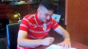 Tony Watt signs for Standard Liege