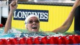 Jazz Carlin celebrates winning the gold in the 800m freestyle at the Commonwealth Games