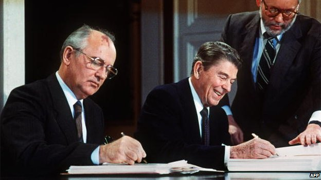 File photo: Soviet leader Mikhail Gorbachev (left) and US President Ronald Reagan sign a treaty eliminating US and Soviet intermediate-range and shorter-range nuclear missiles, 8 December 1987