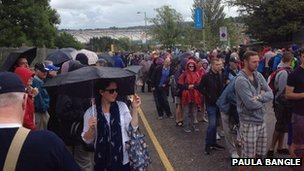 Crowds around Hampden for Glasgow 2014