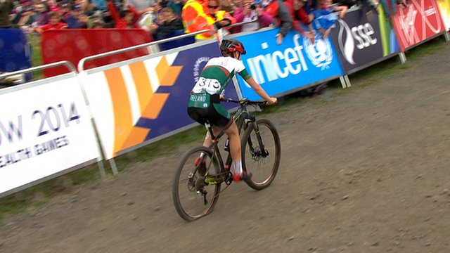Northern Ireland's Claire Oakley riding with a flat tyre at the 2014 Commonwealth Games in Glasgow