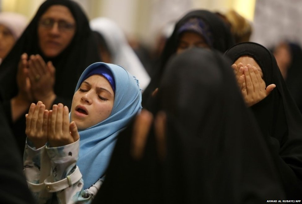 Iraqi Shia women perform the Eid al-Fitr prayer at the headquarters of the Shia Muslim Supreme Iraqi Islamic Council in Baghdad  29/07/2014