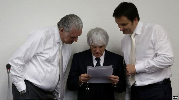Bernie Ecclestone talks to his defence team at the courthouse in Munich - 29 July 2014