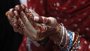 A Pakistani Muslim holds her hands together during Eid al Fitr prayers at the Badshahi mosque in Lahore July 29, 2014