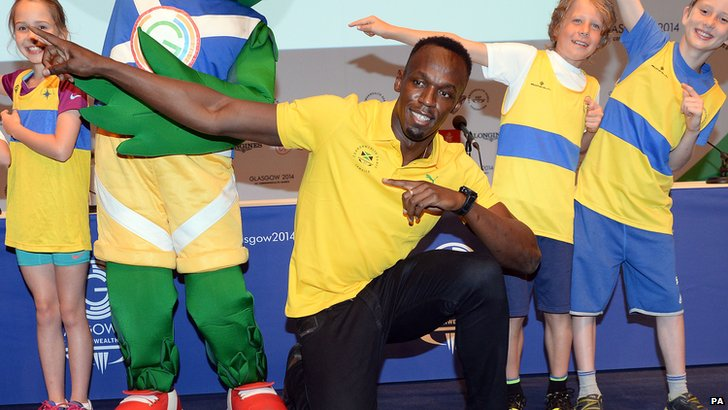 Usain Bolt poses with children at Glasgow 2014