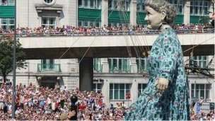 Crowds lining the street to see Grandma Giant