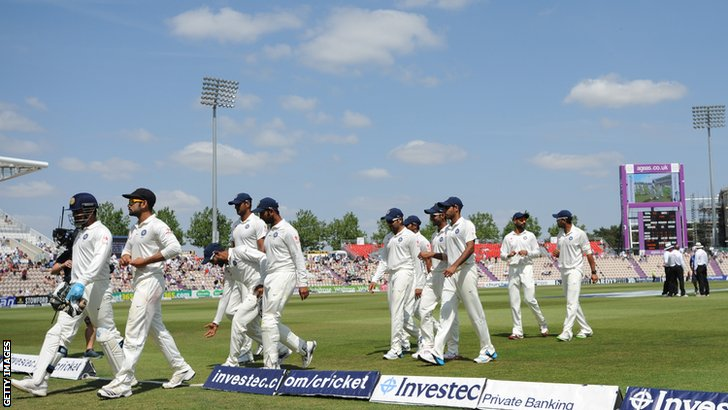 India walk off for lunch