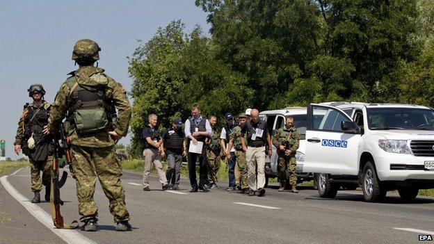 Armed rebels stop international monitors from proceeding to the crash site of MH17 in eastern Ukraine - 30 July 2014
