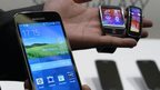 Samsung profit hit by phone slowdown