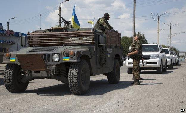 A Ukrainian army vehicle escorts OSCE cars in Donetsk region, 31 July