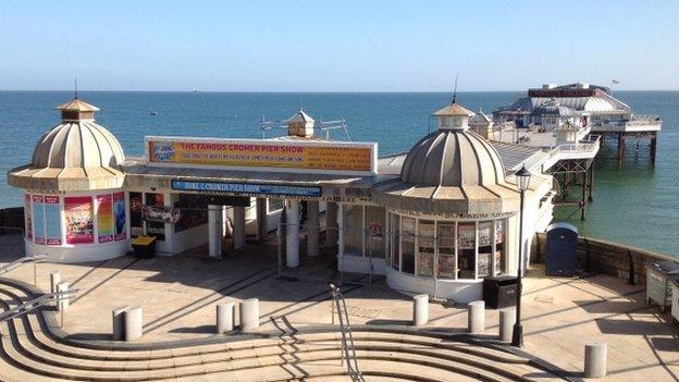 Cromer disorder: Pubs shut as seaside town 'in lockdown'