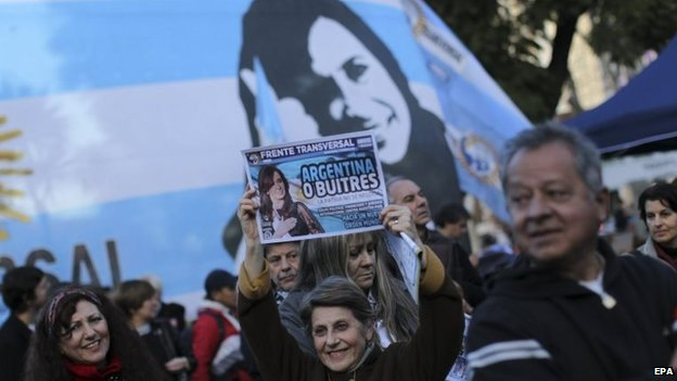 Supporters of Argentine President Cristina Fernandez de Kirchner protest against hedge funds in Buenos Aires on  30 July 2014.