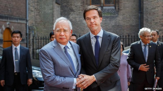 Dutch Prime minister Mark Rutte (R) holds hands with Malaysian Prime Minister Najib Razak upon his arrival on 31 July 2014 in The Hague, Netherlands