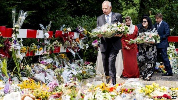 Malaysian PM Najib Razak and his wife Rosmah Mansor (2nd R) lay flowers at the Korporaal van Oudheusdenkazerne in Hilversum, the Netherlands, on 31 July 2014