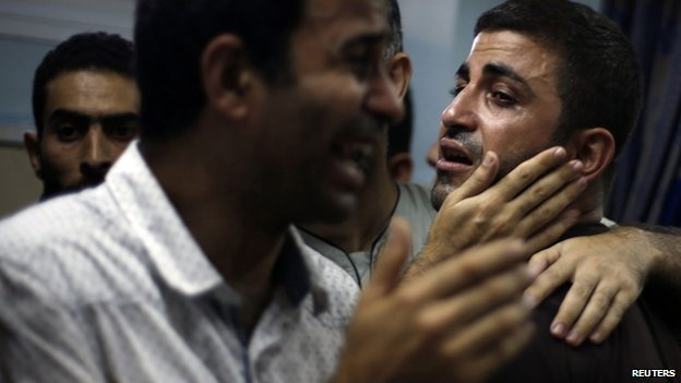 Relatives of Palestinians - whom medics said were killed in an Israeli air strike on their van - grieve at a hospital in Gaza (31 July 2014)