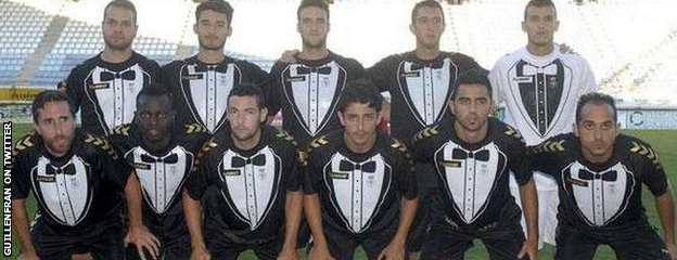 Cultural Leonesa wear their tuxedo kit