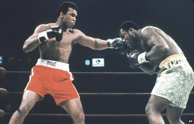 Muhammad Ali and Joe Frazier competing at the World Heavyweight Championship in 1971