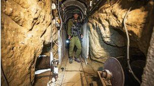 Israeli soldier in tunnel dug by Palestinian militants (25/07/14)