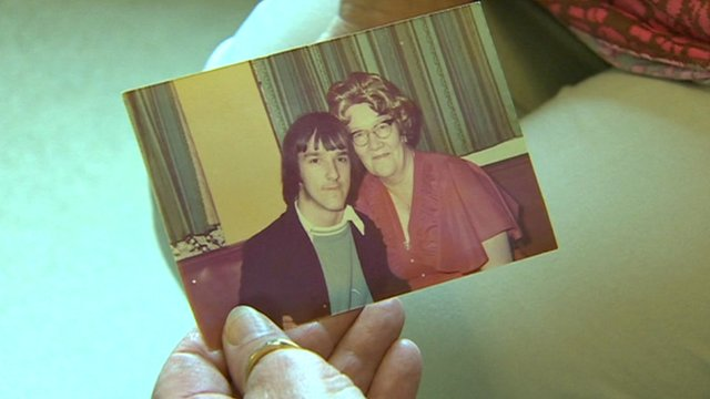 Gail Morris holds a photo of her aunt Edith Evans