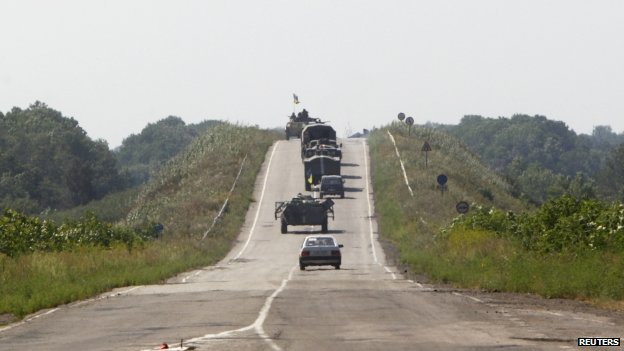 Trucks and armoured vehicles of the Ukrainian army along a road outside the eastern Ukrainian village of Nikishyne, in Donetsk region (1 August 2014)