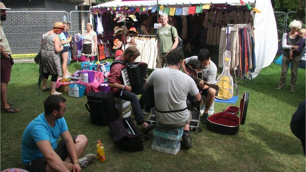impromptu performance by people at the festival