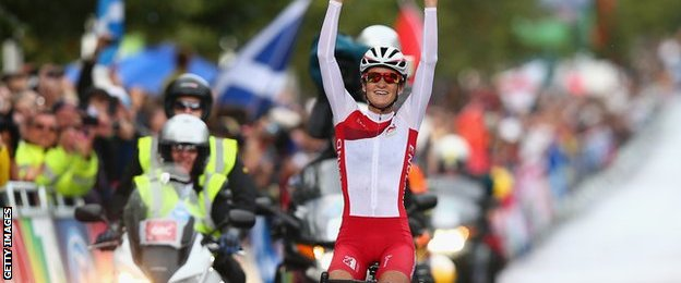 Lizzie Armistead wins road race gold